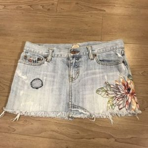 Abercrombie&Fitch Distress Embroidered Denim Skirt